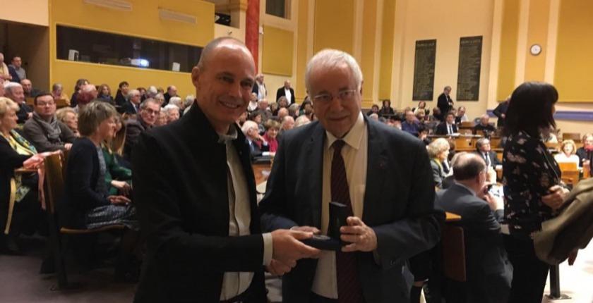 Bertrand Piccard receiving an award