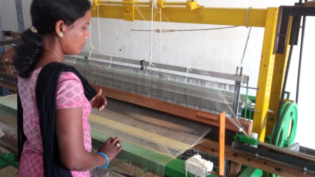 Offer Sun Kargha - Solar & Pedal Powered Loom